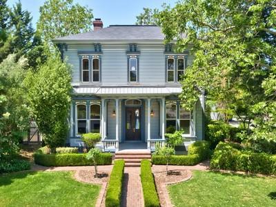 Einfamilienhaus for sales at Healdsburg Treasure 14851 Grove Street Healdsburg, Kalifornien 95448 Vereinigte Staaten