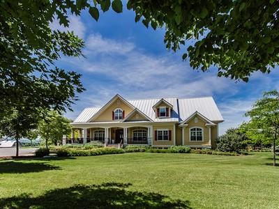 Maison unifamiliale for sales at Mont-Saint-Hilaire 854 Ch. de la Montagne Mont-Saint-Hilaire, Québec J3G4S6 Canada