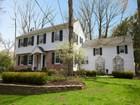 Casa Unifamiliar for  sales at Classic Center Hall Colonial 14 Oldchester Road Essex Fells, Nueva Jersey 07021 Estados Unidos