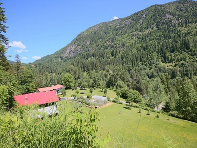 Maison unifamiliale for sales at Splendid Mountain and Valley Views 1392 Relkoff Road Lot 1 Castlegar, Colombie-Britannique V1N4T8 Canada