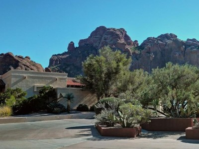 Einfamilienhaus for sales at Great Open Floor Plan Home in Spectacular Setting in Guard Gated Echo Canyon 5876 N Echo Canyon Lane Phoenix, Arizona 85018 Vereinigte Staaten