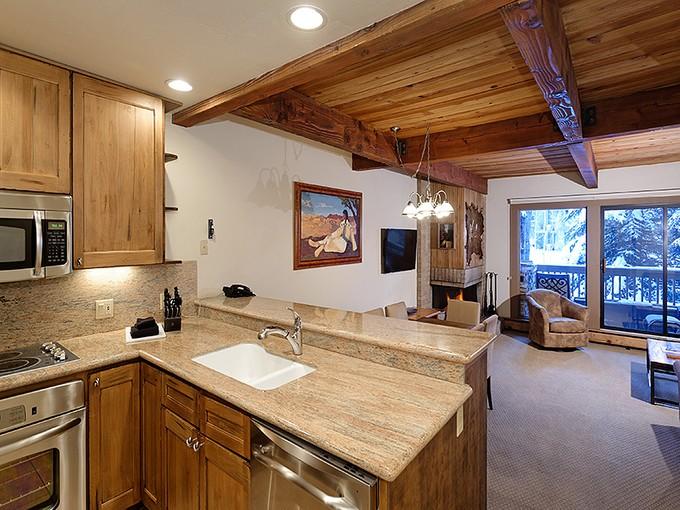 Condomínio for sales at Conveniently Located Aspen Condo 610 South West End Street Unit C-204  Aspen, Colorado 81611 Estados Unidos