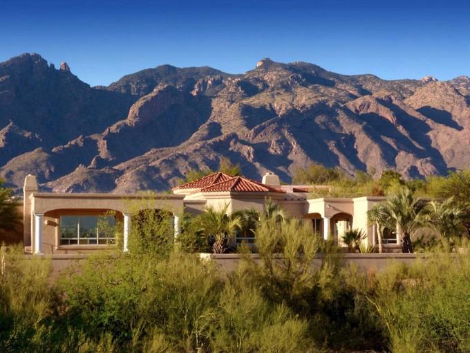 Villa for sales at Spectacular Private Designer Remodeled 2.13 Acre Hilltop Home 5220 N Circulo Sobrio Tucson, Arizona 85718 Stati Uniti