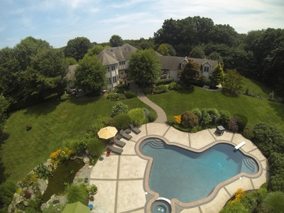Villa for sales at 8 Country Meadow Drive  Colts Neck, New Jersey 07722 Stati Uniti