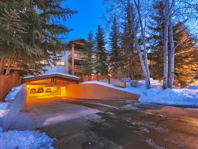 共管式独立产权公寓 for sales at Lowest Priced Ski In Ski Out Penthouse in Park City 401 Silver King Dr #81 Park City, 犹他州 84060 美国
