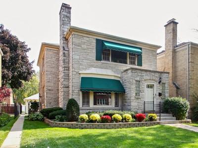 Casa multifamiliare for sales at Charming 2 Flat 6319 N Spokane Avenue  Chicago, Illinois 60646 Stati Uniti