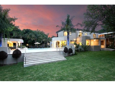 Moradia for sales at Impressive, Modern, Family Home  Johannesburg, Gauteng 2196 África Do Sul