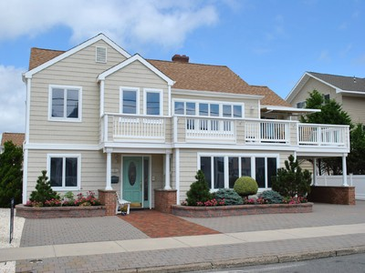 Maison unifamiliale for sales at One Of A Kind Home 16 5th Avenue Seaside Park, New Jersey 08752 United States