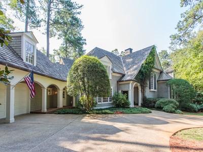 Einfamilienhaus for sales at Charming Well Built Home 2985 Nancy Creek Road NW Atlanta, Georgia 30327 Vereinigte Staaten