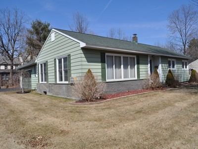 Einfamilienhaus for sales at 1 Edgewood Drive  South Glens Falls, New York 12803 Vereinigte Staaten
