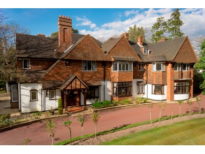 Casa Unifamiliar for sales at Rosewood East Road St George's Hill Weybridge, Inglaterra KT130LD Reino Unido