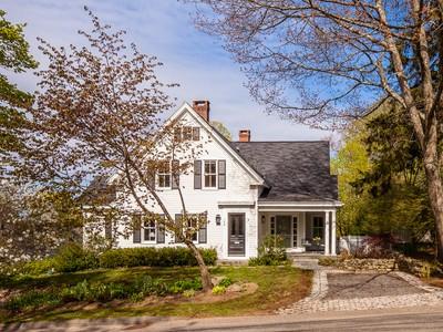 Nhà ở một gia đình for sales at Chestnut Street 104 Chestnut Street Camden, Maine 04843 Hoa Kỳ