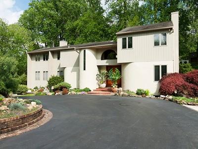 Частный односемейный дом for sales at 1245 Hollow Road   Narberth, Пенсильвания 19072 Соединенные Штаты