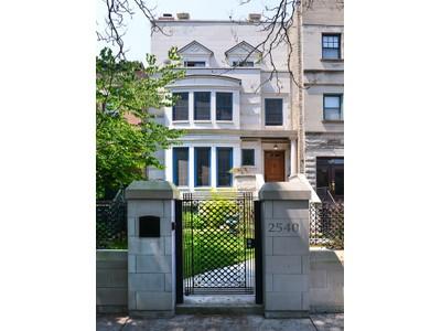 단독 가정 주택 for sales at Custom Cut Limestone Luxury Home 2540 N Burling Street Chicago, 일리노이즈 60614 미국