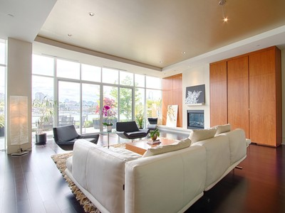 Nhà phố for sales at Stunning Townhome at The Erickson 1576 Homer Mews Vancouver, British Columbia V6Z0A6 Canada
