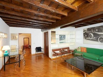 Căn hộ for sales at Charming apartment near Campo de' Fiori Via Santa Maria in Monticelli Rome, Rome 00186 Ý