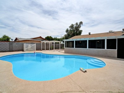 Nhà ở một gia đình for sales at Custom Remodeled South Scottsdale Home w/ Upscale Finishes On Quiet Cul-De-Sac 8722 E Cypress Street Scottsdale, Arizona 85257 Hoa Kỳ