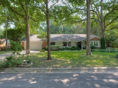 Moradia for sales at 3215 Spanish Oak Drive  Fort Worth, Texas 76109 Estados Unidos