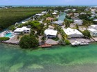 Single Family Home for  sales at Bayfront Home 442 Palm Drive Islamorada, Florida 33036 United States