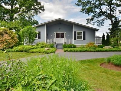Nhà ở một gia đình for sales at Knollwood Charmer 61 Woodland Drive  Old Saybrook, Connecticut 06475 Hoa Kỳ