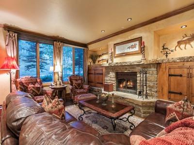 Condominium for sales at Highlands Slopeside #206 96 Highland Lane #206 Beaver Creek, Colorado 81620 United States