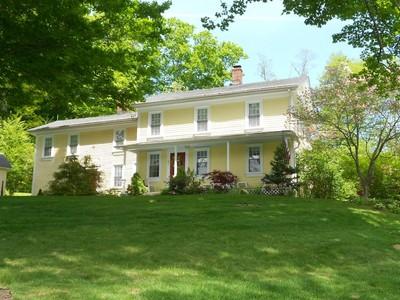 獨棟家庭住宅 for sales at CIRCA 1820 COUNTRY FARMHOUSE 40 Bradley Road Burlington, 康涅狄格州 06013 美國