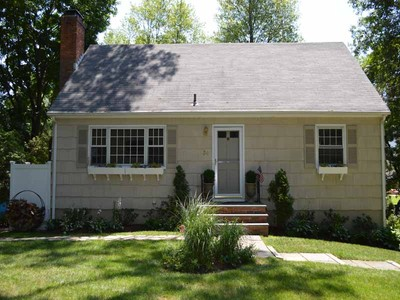 Casa Unifamiliar for sales at Charming New England Cape 34 Meeker Court Norwalk, Connecticut 06853 Estados Unidos