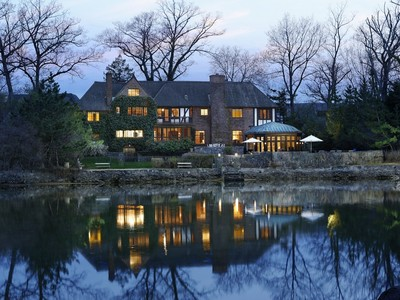 Einfamilienhaus for sales at Exquisite Tudor 12 Shore Road Rye, New York 10580 United States