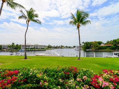 Condominio for sales at Beautiful Waterfront Living at Ocean Reef 46 Anchor Drive, Unit A Key Largo, Florida 33037 Stati Uniti