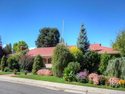 Vivienda unifamiliar for sales at Spacious Rambler, Walk-Out Basement & Flat Backyard with Views 1124 Vista View Dr   Salt Lake City, Utah 84108 Estados Unidos