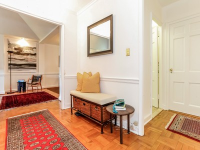 Cooperativa for sales at 2 Bedroom Co-Op in Scarsdale Village 5 Chateaux Circle #5K  Scarsdale, Nueva York 10583 Estados Unidos
