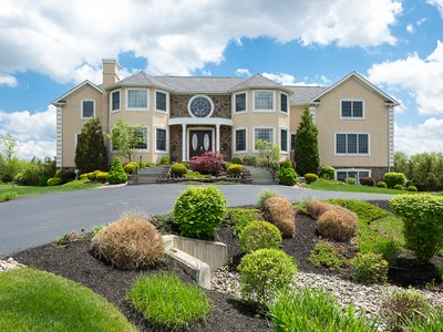 Maison unifamiliale for sales at A Custom Showplace With Room For Everyone - Montgomery Township 1055 Cherry Hill Road Princeton, New Jersey 08540 États-Unis
