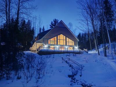 Einfamilienhaus for sales at Lac-des-Plages 2270 Ch. du Tour-du-Lac Lac-Des-Plages, Quebec J0T1K0 Kanada