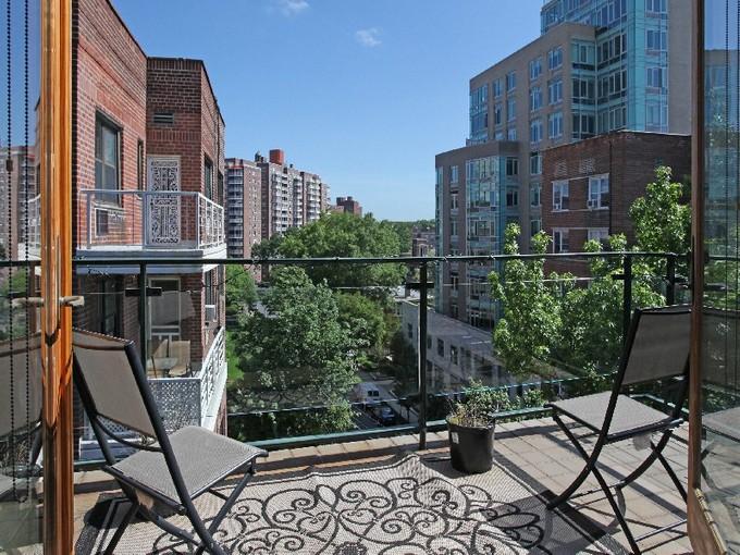 Copropriété for rentals at Spectacular 2 BR w/Terrace & Views 3205 Arlington Avenue 5A Riverdale, New York 10463 États-Unis