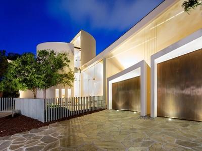 Частный односемейный дом for sales at 724 Muirlands Vista Way  La Jolla, Калифорния 92037 Соединенные Штаты