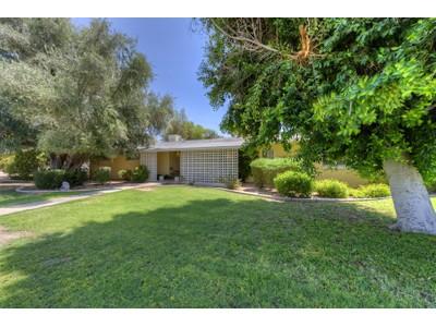 Частный односемейный дом for sales at Wonderful Opportunity In A Premier Paradise Valley Neighborhood 5231 N Quail Run Place Paradise Valley, Аризона 85253 Соединенные Штаты