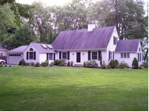 단독 가정 주택 for sales at Warm Inviting Cape 3 Blind Brook South   Westport, 코네티컷 06880 미국