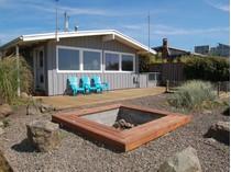 Maison unifamiliale for sales at Charming Cottage by the Sea 585 Beach St.   Manzanita, Oregon 97130 États-Unis