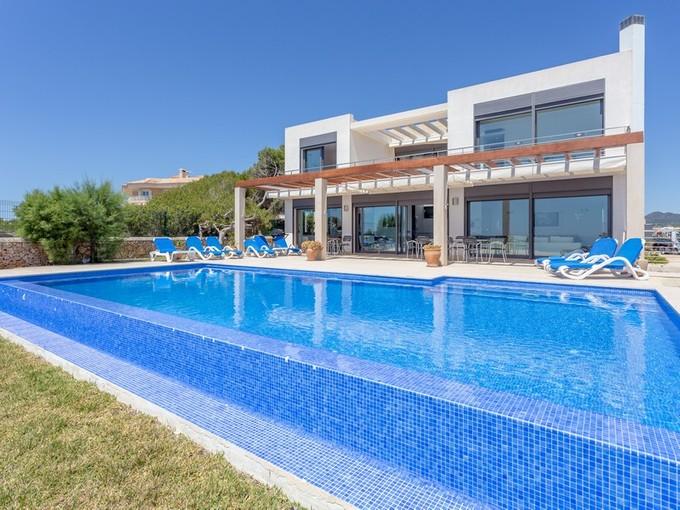 Apartamentos multi-familiares for sales at Modern waterfront villa in Porto Colom  Porto Colom, Palma De Maiorca 07670 Espanha