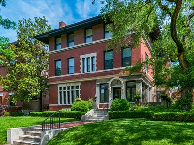 Vivienda unifamiliar for sales at Beautifully appointed landmark home 5201 Westminster Place St. Louis, Missouri 63108 Estados Unidos