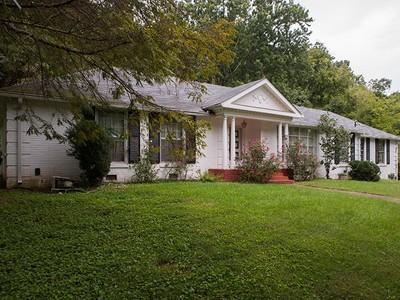 Частный односемейный дом for sales at 6690 Clearbrook Drive   Nashville, Теннесси 37205 Соединенные Штаты
