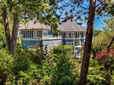 Nhà ở một gia đình for sales at Prestigious Rockland Home 534 St. Charles  Victoria, British Columbia V8S3N7 Canada