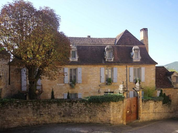 Villa for sales at Maison XVIIème XVIIIème Vallée de la Dordogne street  Saint Cyprien, Dordogne 24220 Francia