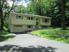 Casa Unifamiliar for sales at Cute as a Button 4 Overbrook Drive New Fairfield, Connecticut 06812 Estados Unidos