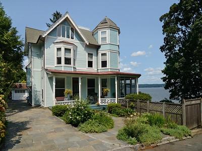 Casa para uma família for sales at Sandalwood 2 La Veta Place Nyack, Nova York 10960 Estados Unidos