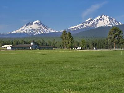 農場 / 牧場 / 種植場 for sales at Patterson Ranch 15425 McKenzie Hwy Sisters, Oregon 97759 United States
