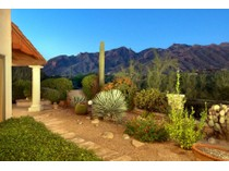 Villetta a schiera for sales at Panoramic Mountain Views From This Large & Private Lot In Paloma Del Sol 6172 N Via Del Pichon   Tucson, Arizona 85718 Stati Uniti