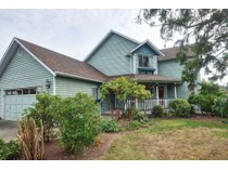 Casa Unifamiliar for sales at Great Family Home 777 Cameo Street   Victoria, British Columbia V8X3R9 Canadá