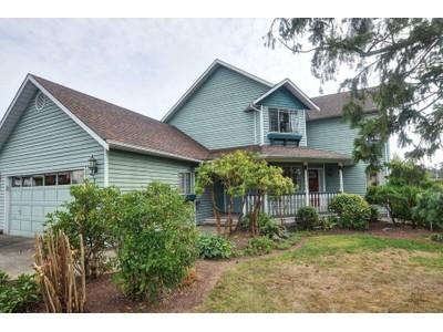 Casa para uma família for sales at Great Family Home 777 Cameo Street  Victoria, Columbia Britanica V8X3R9 Canadá