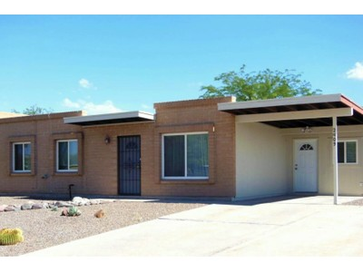 Casa para uma família for sales at Completely Remodeled Masonry Townhome 2409 S Rose Peak Drive Tucson, Arizona 85710 Estados Unidos